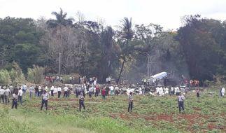 Rettungskräfte am Unfallort: In Havanna ist ein Passagierflugzeug vom Typ Boeing 737 kurz nach dem Start abgestürzt. (Foto)