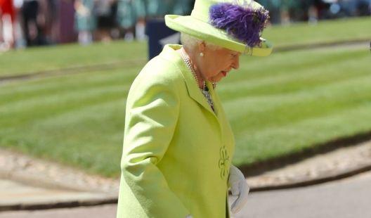 Die Queen entschied sich für ein zitronengelbes Kostüm.