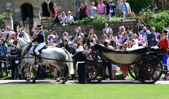 Nach der Trauung fuhren Harry und Meghan mit der Kutsche durch Windsor.