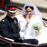 Meghan und Harry strahlen überglücklich.