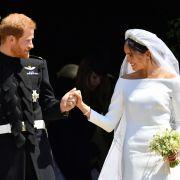 Prinz Harry und Meghan Markle vor der Kirche.