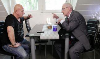 Schauspieler Tom Barcal (links) und Schuldenberater Peter Zwegat. (Foto)