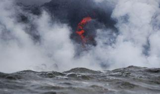 Wenn Lava auf Meereswasser trifft, entsteht eine gefährliche Dampfwolke. (Foto)