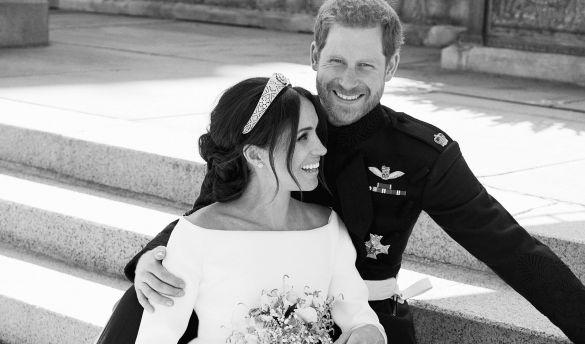 Prinz Harry und Meghan auf ihren offiziellen Hochzeitsfotos. (Foto)