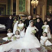 Harry und Meghan zusammen mit den Blumenmädchen und den Pagen.