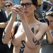 DARUM steht die Nackt-Performerin zwischen Kunst und Kommerz (Foto)