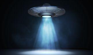 Unterlagen des US-amerikanischen Verteidigungsministeriums legen nahe, dass ein Flugzeugträger tagelang von einem außerirdischen Flugobjekt verfolgt wurde (Symbolbild). (Foto)