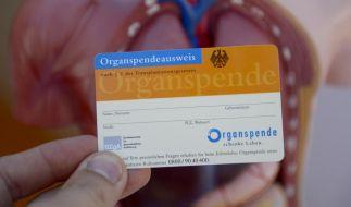Mittels des Organspendeausweises zeigen wir Deutschen an, ob wir nach unserem Tod Organe spenden wollen. (Foto)