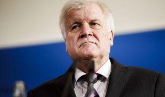 Die Opposition fordert von Horst Seehofer Antworten zum BAMF-Skandal. (Foto)