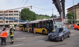 Bei einem Unfall mit einem Linienbus in Stuttgart wurden mehrere Personen verletzt. (Foto)