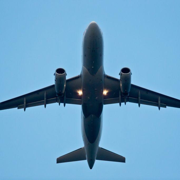 Airline-Crew wirft Mann aus Flugzeug in den Tod (Foto)