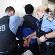 Aggressiver Hotelgast verbeißt sich in Polizisten (Foto)