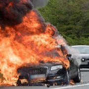 Horror-Unfall! Fahrer verbrennt im eigenen Auto (Foto)