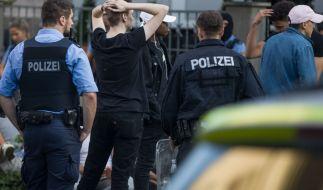 In Darmstadt nahm die Polizei rund 80 Personen fest. (Foto)