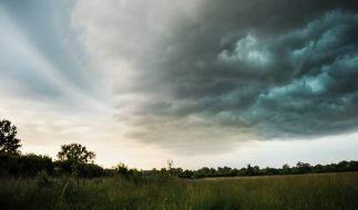 Die neue Woche beginnt sonnig, doch dann ziehen neue Gewitter auf. (Foto)