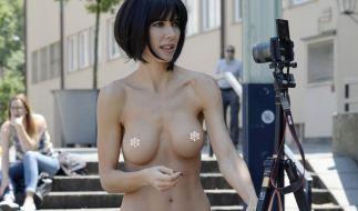 Milo Moiré meldete sich mit einem heißen Nackt-Schnappschuss zurück (Archivbild). (Foto)