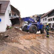 Reisebus-Gruppe als Katastrophentouristen im Saarland unterwegs? (Foto)