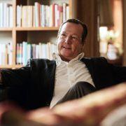 Robert Rediger (Matthias Brandt), der neue Präsident der Pariser Universität, schwärmt über den religiösen Islam.