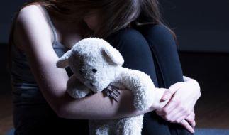 Die vom Bundeskriminalamt für 2017 vorgelegten Zahlen zu Fällen von Kindesmissbrauch schockieren (Symbolbild). (Foto)