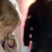 Widerliche Begründung! Vater missbraucht Tochter (10) (Foto)