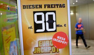 Am 08.06.2018 ist der Eurojackpot mit 90 Millionen Euro gefüllt - doch eine Lottospielerin hat bereits die richtigen Zahlen getippt und gewonnen. (Foto)