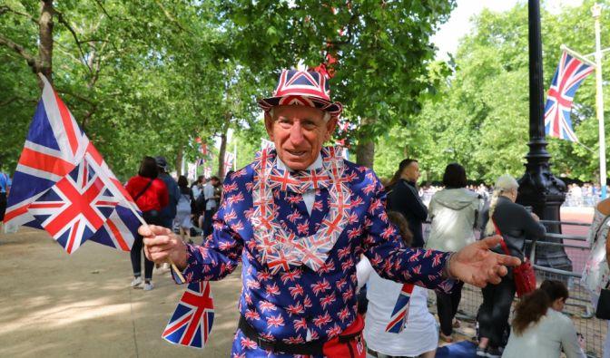 """Die Briten feiern ihre Queen bei der Militärparade """"Trooping the Colour"""". (Foto)"""