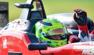 Mick Schumacher klärt Verwirrung um seinen Vater auf. (Foto)