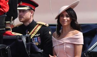 """Prinz Harry und Herzogin Meghan bei der Militärparade """"Trooping the Colour"""" anlässlich des 92. Geburtstags der Queen. (Foto)"""