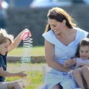 Herzogin Catherine mit ihren zwei ältesten Kindern bei einem Polospiel.