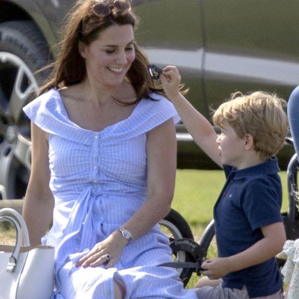 Fans sauer! Herzogin Kate lässt Prinz George mit Pistole spielen (Foto)