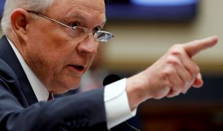 Laut US-Justizminister Sessions seien Vergewaltigungen und häusliche Gewalt kein Asylgrund. (Foto)