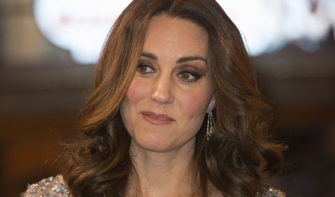 Kate Middleton hat einen fremden Mann geküsst.