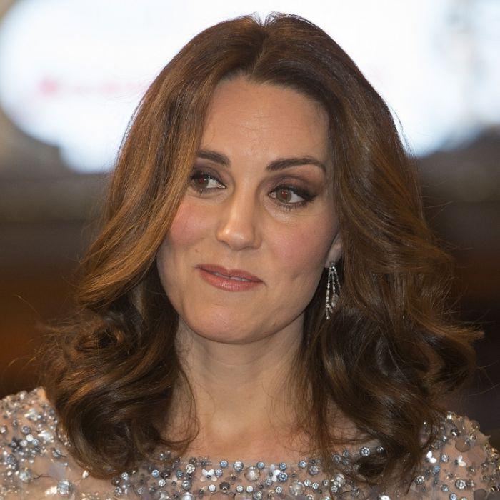 Nicht Prinz William! Stattdessen küsst Herzogin Kate DIESEN Mann (Foto)