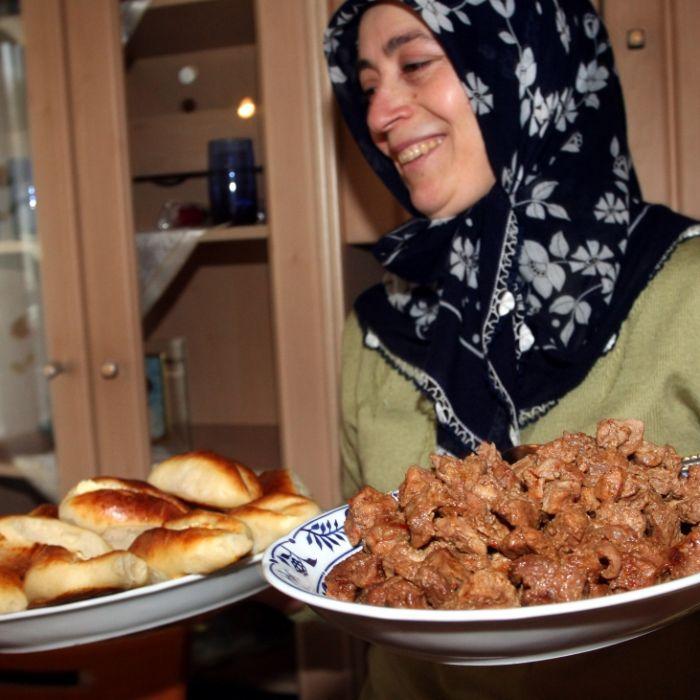 Muslime feiern das Zuckerfest mit Fastenbrechen (Foto)