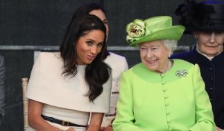 Die 92 Jahre alte Queen und Meghan (36) zeigten sich bestens gelaunt. (Foto)