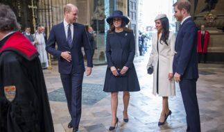 Wie stehen Herzogin Kate (2.v.l.) und Meghan Markle zueinander? (Foto)