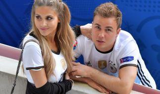Mario Götze und seine Ann-Kathrin Brömmel bei der EM 2016. (Foto)