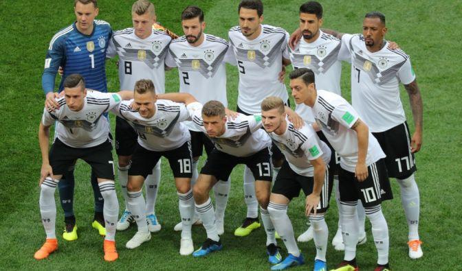 Wie sahen die Spieler aus, bevor sie die internationale Bühne betraten? Wir haben in den Archiven gestöbert und sind auf Fotos gestoßen, die so mancher Fußballer wahrscheinlich lieber vergessen würde. So haben Sie Jogis Jungs noch nicht gesehen! (Foto)