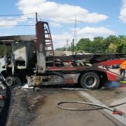 Gaffer pöbeln gegen Rettungskräfte, während Lkw-Fahrer bei Unfall stirbt (Foto)