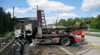 Bei einem Unfall auf der A5 bei Ettlingen ist ein Lkw-Fahrer im brennenden Wrack des Lastwagens gestorben. (Foto)