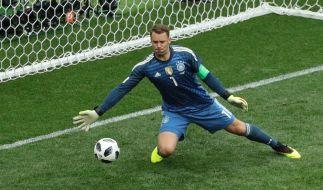 Manuel Neuer bleibt immer am Ball. (Foto)