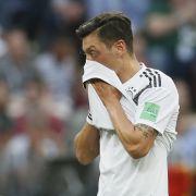 Nach AfD-Kritik: DARUM schweigt der Fußballer bei der Nationalhymne (Foto)