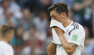 Mesut Özil schweigt bei der deutschen Nationalhymne - und auch zur Causa Erdogan. (Foto)