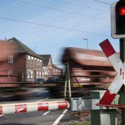 Im Hauptbahnhof Koblenz kletterte ein Betrunkener auf einen Güterzug und masturbierte, als das Gefährt in den Bahnhof einfuhr (Symbolfoto). (Foto)