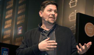 TV-Koch Tim Mälzer wurde bei TV-Dreharbeiten verletzt. (Foto)