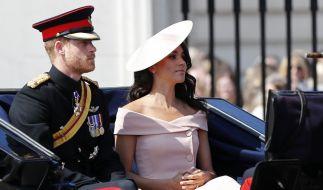 Meghan Markle und Prinz Harry sind erst seit einem Monat verheiratet, doch offenbar klopft jetzt schon der Klapperstorch an. (Foto)