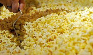 Der Hersteller XOX Gebäck ruft verschiedene Sorten Popcorn zurück (Symbolbild). (Foto)