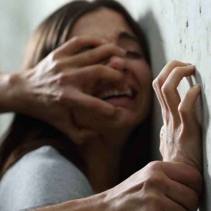 Krank! Vater vergewaltigt seine Tochter - um zu sehen, ob sie Jungfrau ist (Foto)