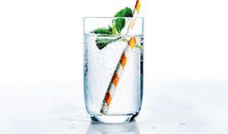 Spritzig, erfrischend und ohne gefährliche Schadstoffe: Die Qualität der meisten Mineralwässer stimmt laut dem Urteil der Stiftung Warentest. (Foto)