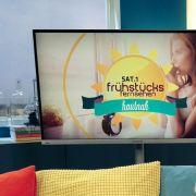 DIESER Frühstücksfernsehen-Moderator startet Knackarsch-Battle mit Superstar! (Foto)